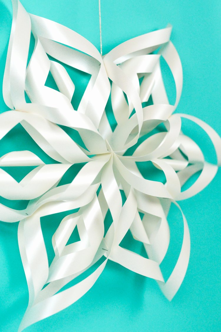 3 D Paper Snowflakes New Giant 3d Paper Snowflakes with the Cricut Hey Let S