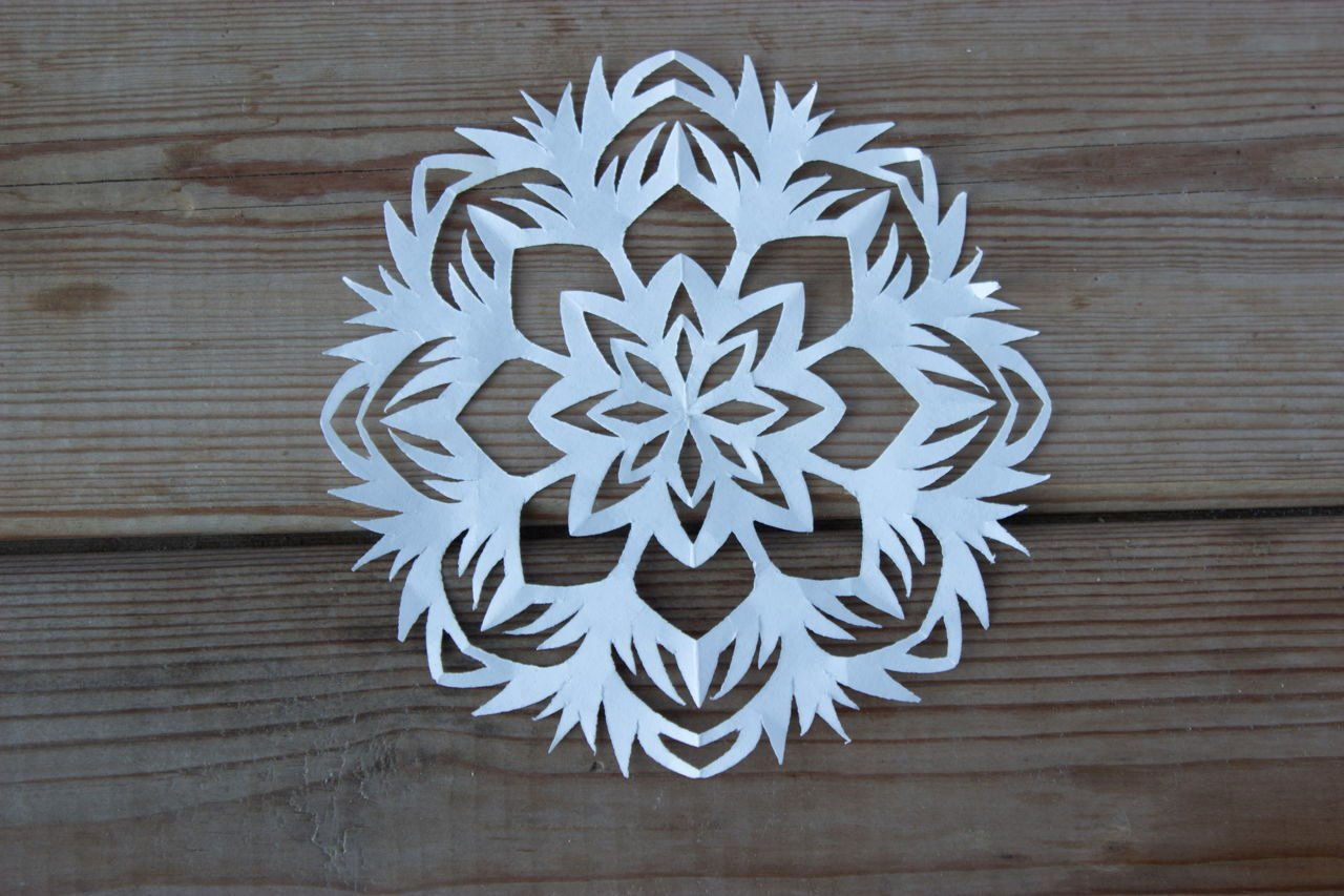 3 D Paper Snowflakes New Learn How to Make A 3d Paper Snowflake and Liven Up Your Home
