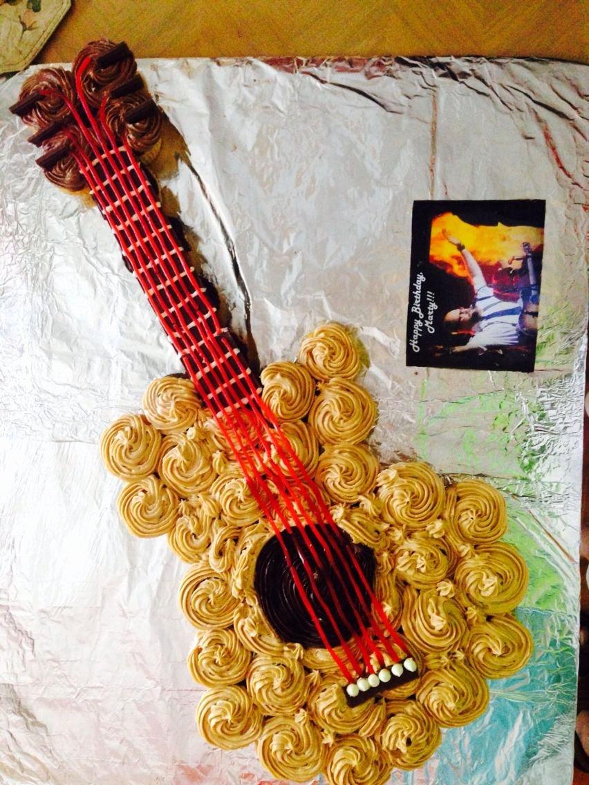 Electric Guitar Cake Pan Best Of Guitar Cupcake Cake Cupcake Cake In 2019
