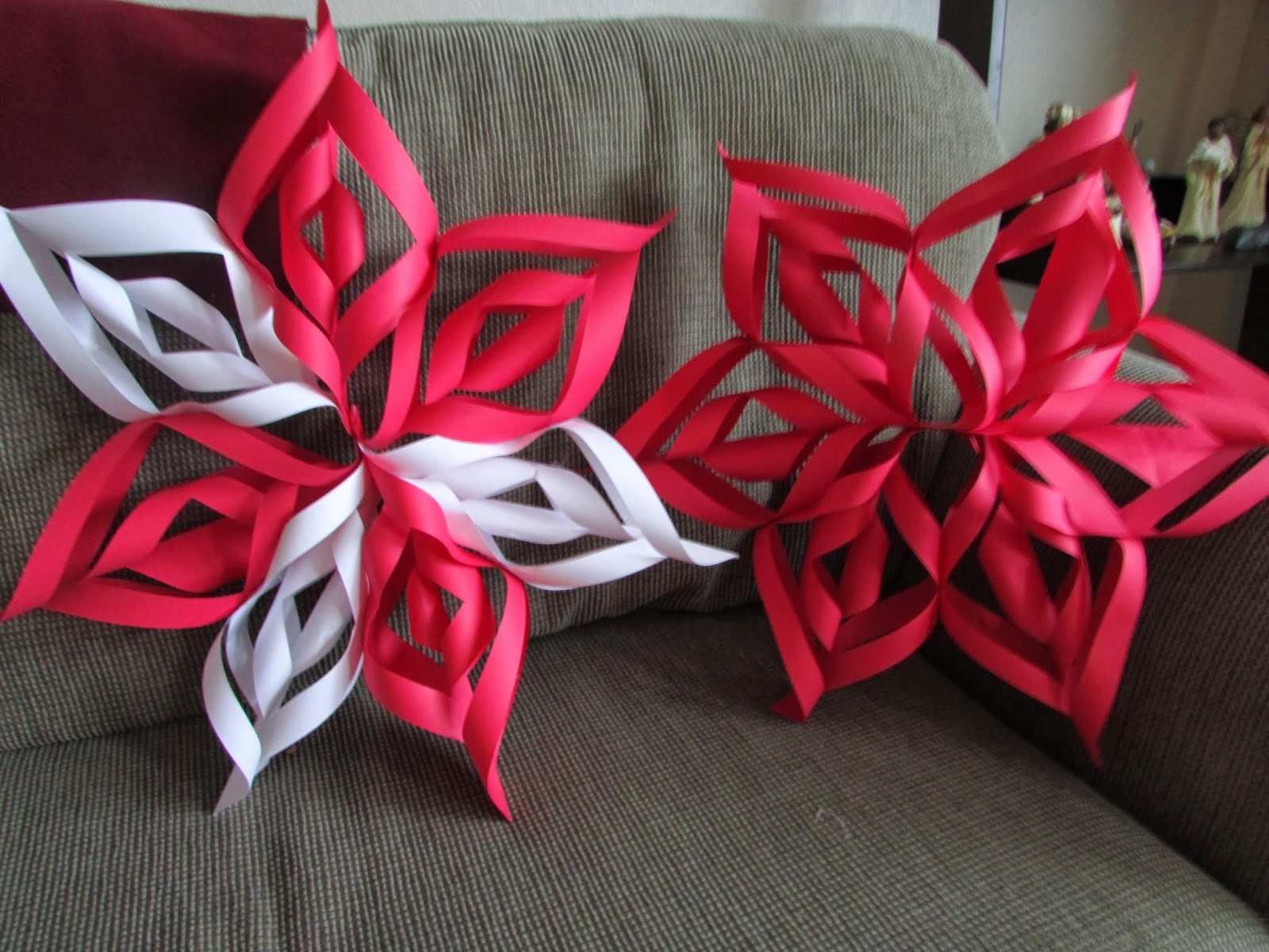 How to Make 3d Snowflakes Awesome Pbdesigns Easy 3d Paper Snowflakes